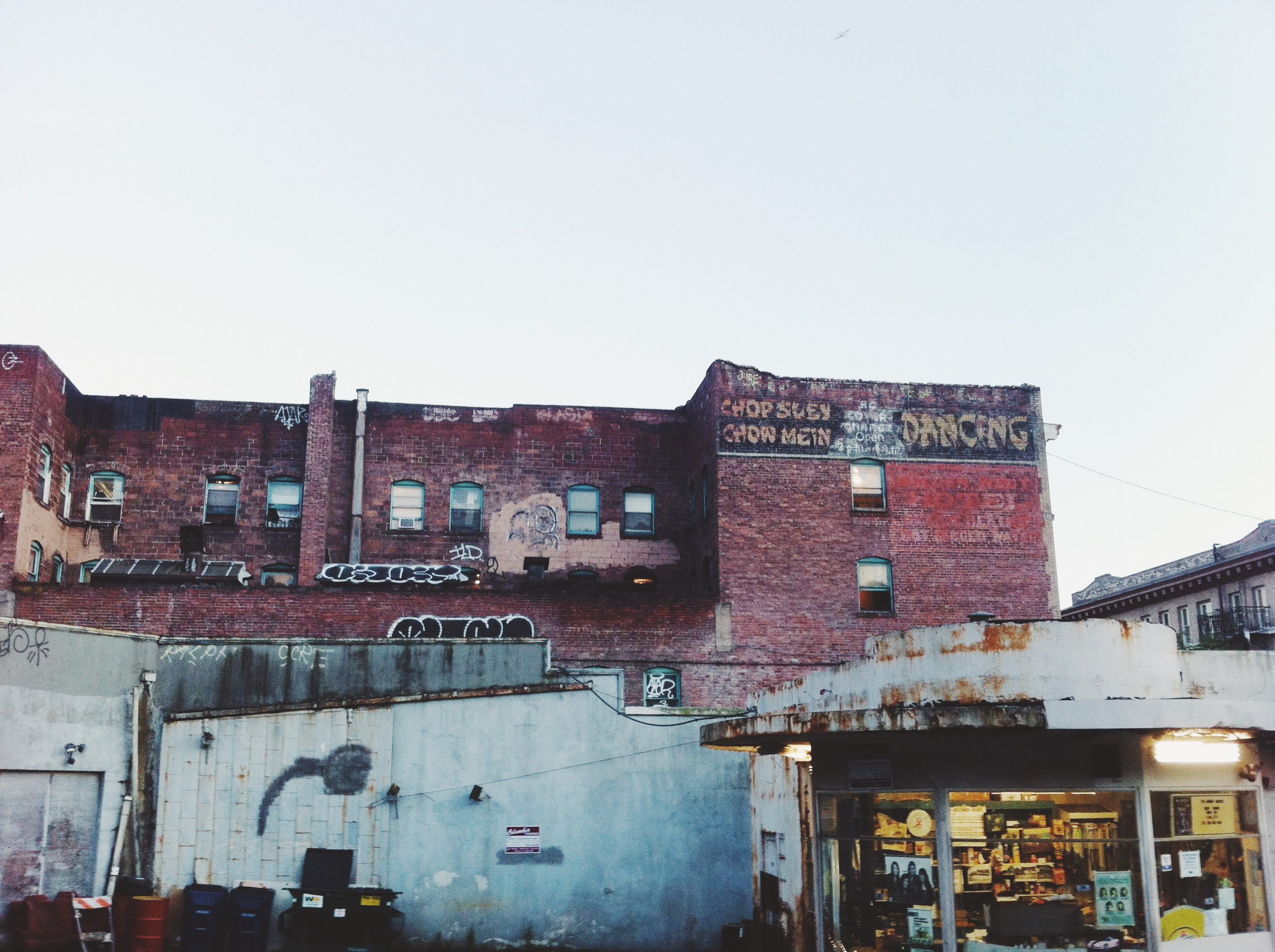 image description: photograph of some old buildings in Seattle International District/Chinatown, taken by 海水仙 hai shuixian
